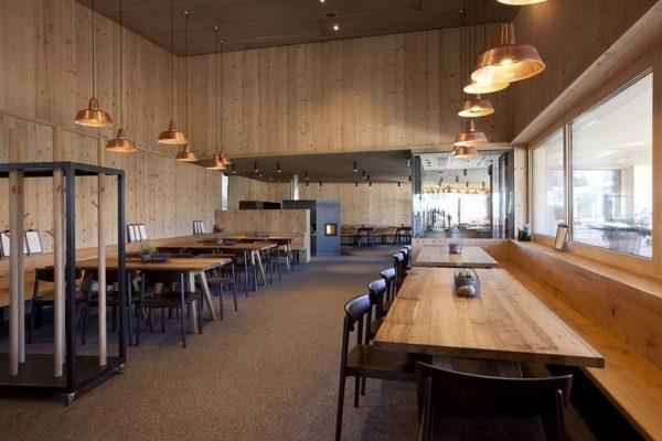 Im Restaurant Frööd im Brandnertal befinden sich unsere Hängeleuchten Berlin aus Kupfer💡Das Restaurant ...