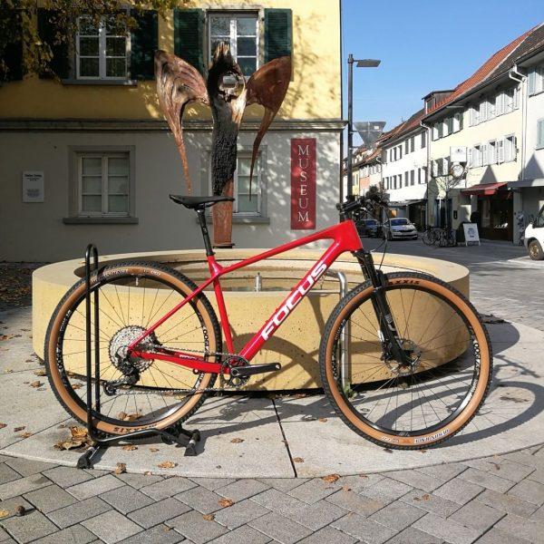 Leichtgewicht fürs Gelände! 🚵🏼♀️ Neben den super E-Bikes baut Focus auch sehr sportliche und leichte Mountainbikes. Das...