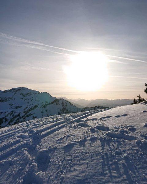 Afterwork snowshoe hiking tour 😎 😍 rauf auf den Hahnenspiel . . . ...