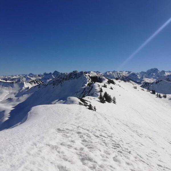 #skitour #gerenfalben #backland #mountainsarecalling #rausindienatur ... Laternsertal