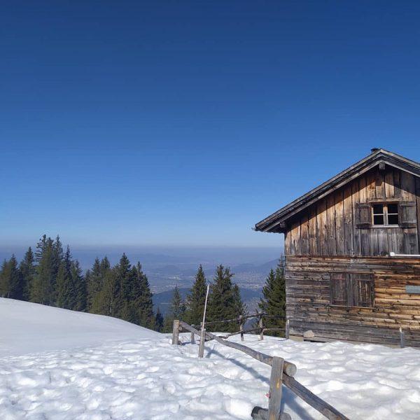 Early Spring Hike to Bazora 🏔️☀️🏞️ #feldkirch #bezirkfeldkirch #frastanz #bazora #bazoraalpe #dreischwestern #walgau ...