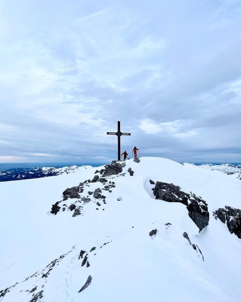 greetings from Mohnenfluh summit🏔 . . . #sportalplech #sportalpwaldhart #austria #vorarlberg #mountains #alps #arlberg #lechamarlberg #lechzuers #omeshorn...