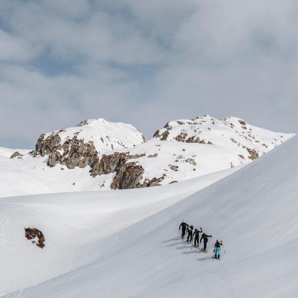 ...wahre Bergfreundschaft! #wirliebendieberge #bergfreundschaft #lechzuers #skiarlberg #winterurlaub #freundefürsleben #privateluxurymoments #pensiondaniellech #auroralech #hausbraunarl #skizuers ...