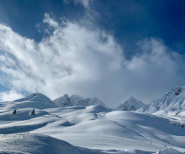 Die Natur in Zürs am Arlberg zieht durch seine landschaftlichen Reizen Menschen aus ...