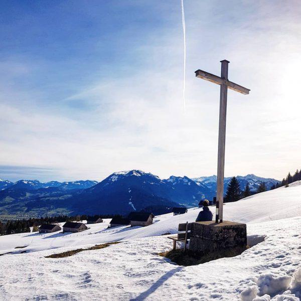 Ruhe & Aussicht 🏔 findet man zu jeder Jahreszeit in Schwarzenberg! Habt ihr auch schon auf diesem...