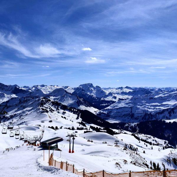 Damüls #austria #vorarlberg #visitvorarlberg #ski #damüls #mellau #alpen #ostalpen #bregenzerwald #meintraumtag #bergliebe #bergpanorama #axon10pro Skigebiet Damüls -...