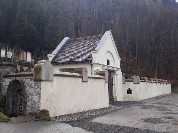 Der jüdische Friedhof von Hohenems Am Berghang im Hohenemser Schwefel, im Süden des ...