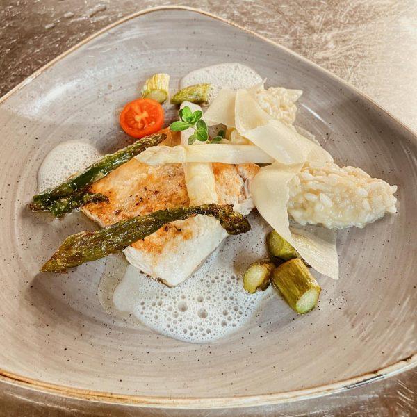 Spargel | Saibling | Risotto 🤍🐟 #frischerfisch aus Nenzing mit gebratenem #spargel und ...