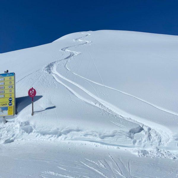 Herrlicher Tag 🍀😇⛷☀️☀️☀️ #lechzuers #arlberg #roggal #mountains #hiking #placetobe #beautifulday #paradise #mylechzuers #wanderdoerfer ...