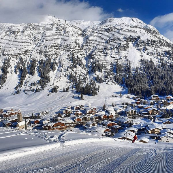 Where do you stay (normally)? 🥰 . . #skiresort #ski #skiing #winter #resort #holidays #skiing #winterwonderland #winterparadise...