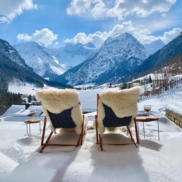 Sonnige Aussichten auf unseren Hausberg #chaletstyle #mountainview #alpenpanorama #alpenblick #brandnertal #visitvorarlberg #urlaubindenbergen #urlaubinösterreich ...