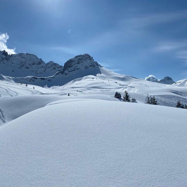 Heute nehmen wir euch mit auf die Familienabfahrt 282 zurück zur Jägeralpe. #erlebenwasbleibt #schneegarant #jägeralpexpress @warthschroecken #freshpowder...