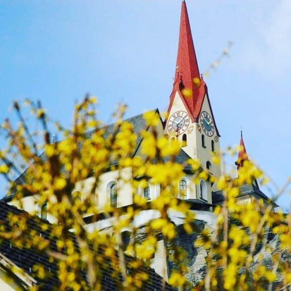 Diese Woche kehrt der Frühling zurück. Ganz bestimmt 🌞🌼 #rankweil #basilika #frühlingsboten #frühlingserwachen #winterade Rankweil, Austria