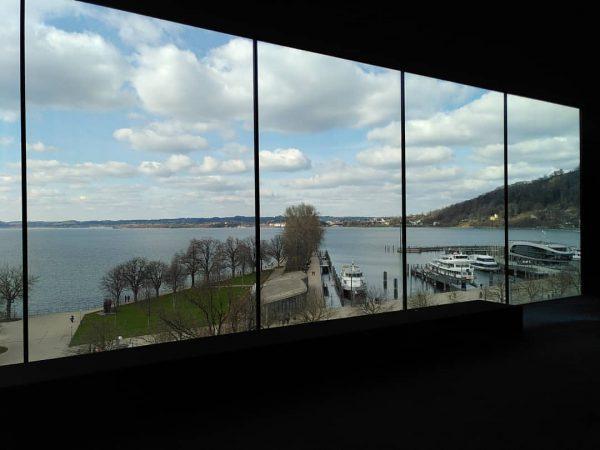 Dieses Fenster mit dieser Aussicht beeindruckt mich immer noch... 🤩 #panoramaraum @vorarlberg_museum #panorama ...