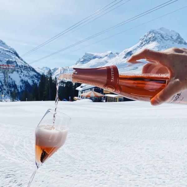 😍 Der perfekte Tag für ein Glas Champagner auf unserer BURG Terrasse 🥂 #champagneworldwide #champagne #lechzuers #burghotelmoments...