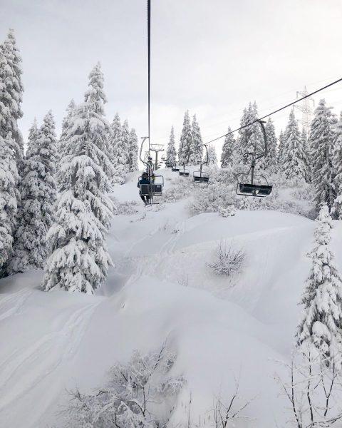 Mit wem würdest du jetzt gerne im Sessellift sitzen und einen Skitag genießen? Tag sie in den...