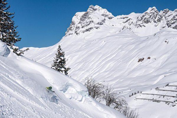 Skiing with a view! @warthschroecken 📸 @ange_schnei . . . . #warthschröcken #warth #schröcken #schneegarant #atemderberge #powder...