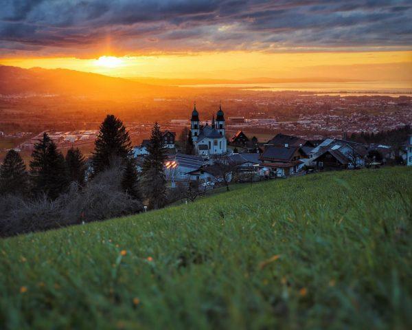 🌅 . . #bildstein #visitvorarlberg #visitbodensee #bodenseevorarlberg #sunsetphotography #vorarlberg #lakeconstance Bildstein