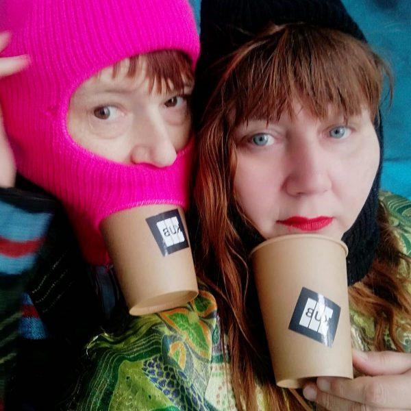 #jakoblenaknebl #ashleyhansscheirl #selfie #kubcafe #promotion #freedrink #hat #woolcap #doubleportrait #winter #gasmask #pink #lipstick #dwarfs #mirror-inverted#kub #kunsthausbregenz