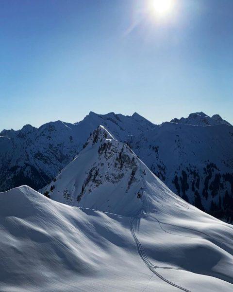 """""""Be outside and explore the world"""" #skibergsteigen #kleinwalsertal #skimountaineering #mountainlove #alps #mountainman #mountains ..."""