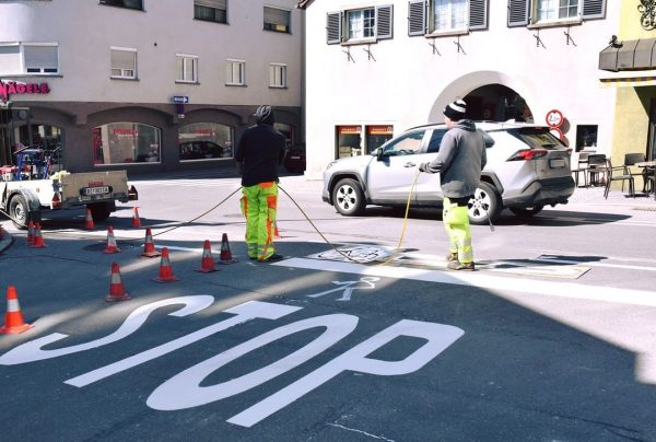 Da es im Kreuzungsbereich Wichnerstraße/Riedstraße immer wieder zu Unfällen kommt, hat der Verkehrsplaungsausschuss ...
