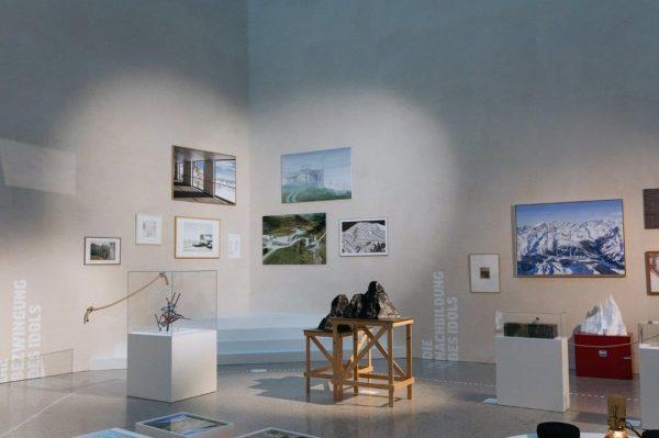 Die Ausstellung ist eröffnet 🥳🎉🎊 Ob mit oder ohne Wanderschuhe, Steigeisen oder Ski, ...