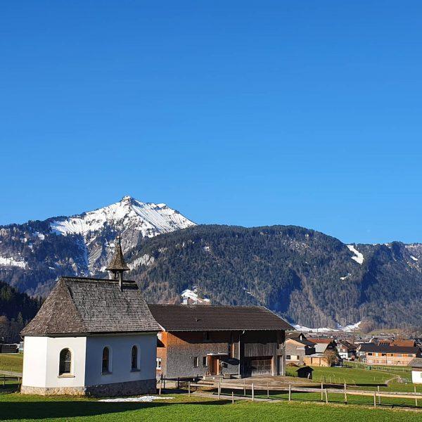 Frühlingsspaziergang entlang des Dorfbaches zur Talstation der @seilbahn.bezau und weiter am Weg zum ...