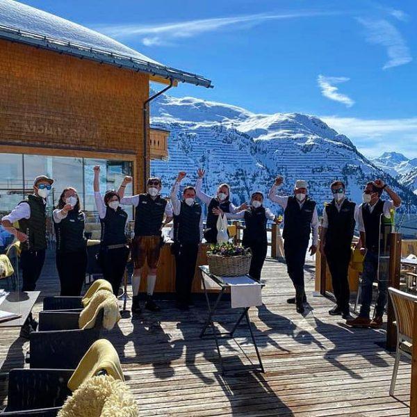 Unser Stammteam ist wieder beieinander und voll motiviert 💪🏻😍 #mohnenfluh #echtsein #echteberge #hotel #winter #mountains #mountainlove #mountainview...
