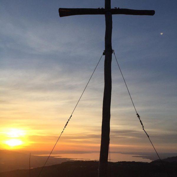 Sonnenuntergangs-Mondaufgangswanderung auf den Brüggelekopf. Aufstieg über den Kamm. Der Kampf durch den Schnee ...
