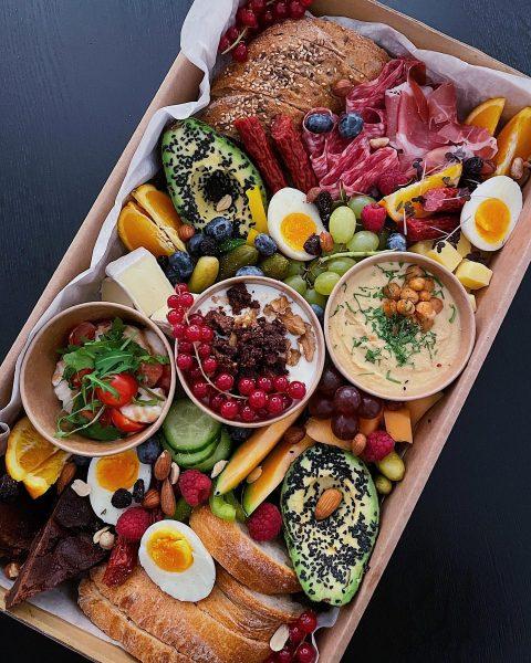 Unsere Osterbox 🙌🏽 Das perfekte Frühstück für 2 Personen. Preise: Box für 2 ...