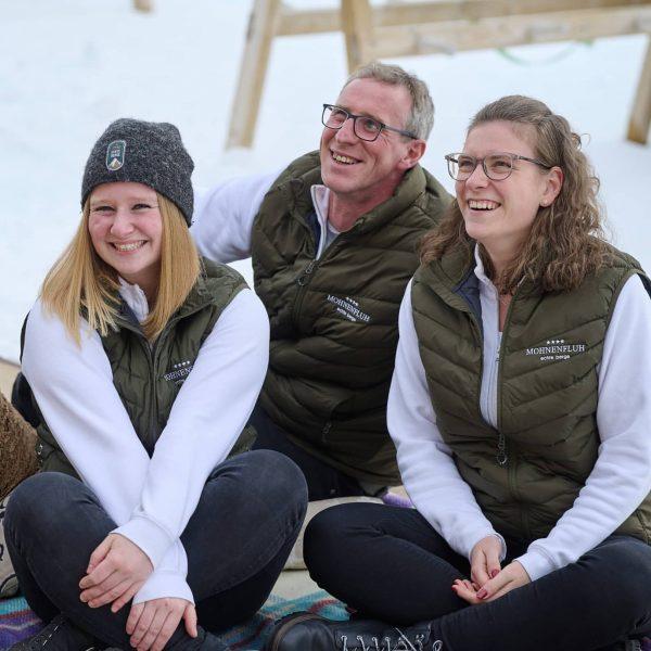 Zeit für eine Pause 😊 Das Mohnenfluh Team und die Muxel Family gehen heute selber Ski fahren...