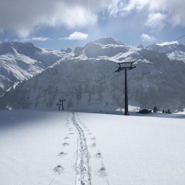 Not quite done yet!!!😎⛷❄️😜🤙 #lech #arlberg #lechzuers #powder #beautifuldestinations #emtyslopes #derwolf #klausmeusburger #skiingislife #enjoythelittlethings