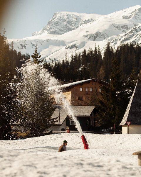 Winter is back ❄️⛷ Wir bleiben weiterhin mit der Sonnenterrasse und der Stube ...