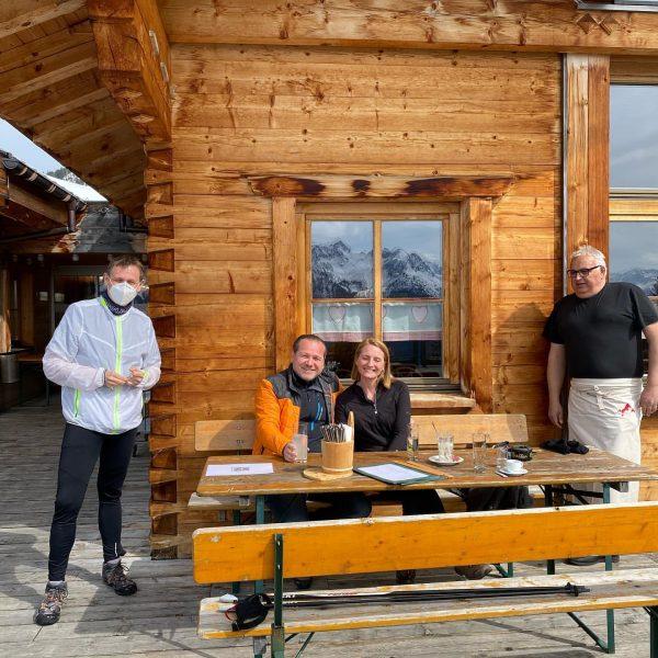 Noch hat es relativ viel Schnee, trotzdem: Der @muttersberg1401 hat wieder geöffnet ... ...