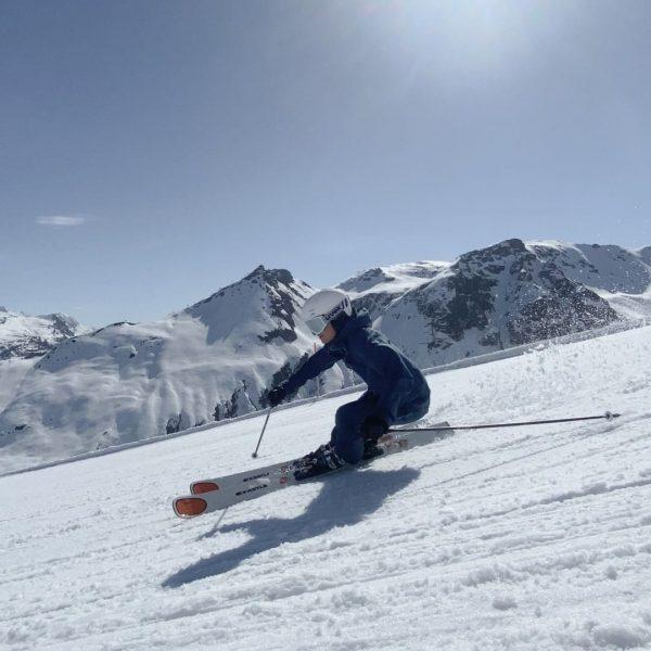Slush, slush, slush 🤍💦 Oh how we love spring skiing ☀️ Thanks @silvrettamontafon ...