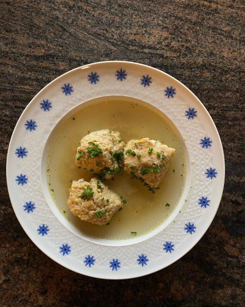 ✨Butternockerlsuppe mit Zutaten aus unserem Hoflädile selber nachkochen:✨ Für die Butternockerl (4 Personen) ...