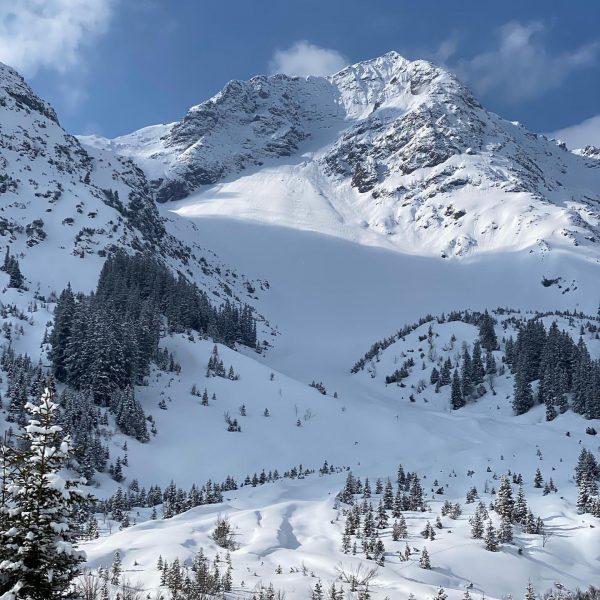 Tiefster Winter im April #lechzuers #zug #skiarlberg #loipe #langlauf #heliskiing #arlberg #apartment #apartmentliving #ferienwohnung #vorarlberg #travelphotography #travelaustria...
