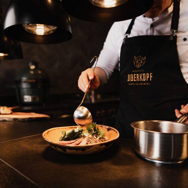 Eine Portion Glücksgefühl gefällig? Unser Gourmetteam bringt es Dir auf den Teller. Moderne und außergewöhnliche Kreationen warten...