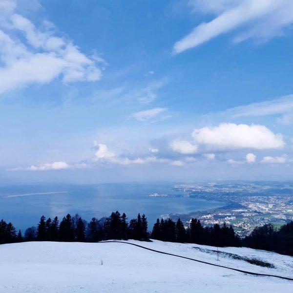 🔹Bergluft 🔹 Was für a atemberaubende Aussicht 💙 mit Schnee unta da reifa ...