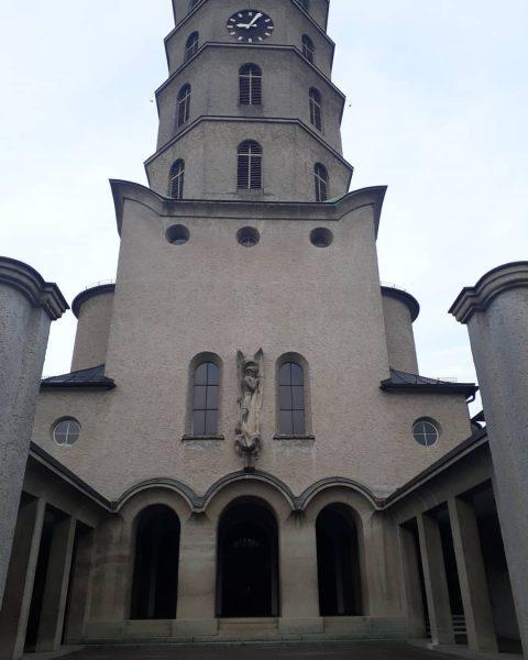 Die Mariahilfkirche (Heldendankkirche) im Stadtteil Rieden-Vorkloster in Bregenz Die imposante Kirche mit dem ...