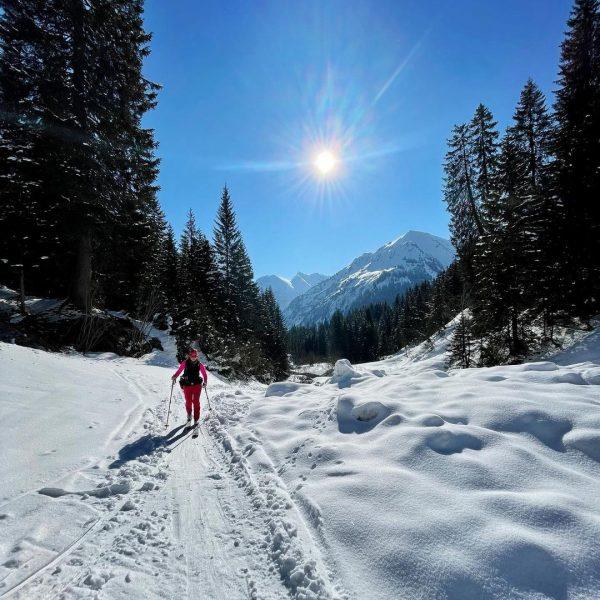 #lastfriday wieder mega Wetter im Kleinwalsertal! Diesmal Skitour auf's Grünhorn (2.039m) 🥰😊☀️👌🎿⛷🏂 [10km/1.000hm] ...