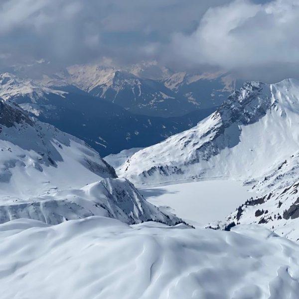 Skitour mit Blick auf den Spullersee- so schön 🍀😇👍🎿🏃♀️ #lechzuers #arlberg #roggal #mountains ...