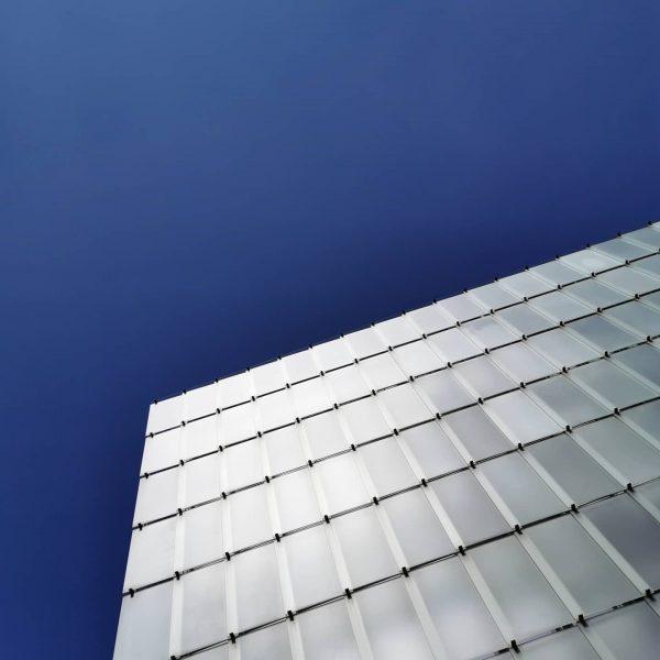 Immer noch und immer wieder schön. #architekturvomfeinsten #kunsthausbregenz #peterzumthor #visitbregenz #bodenseevorarlberg #visitvorarlberg #visitaustria ...