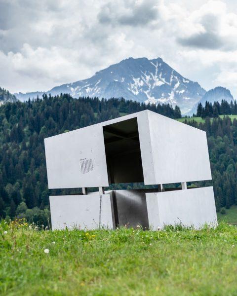 In Sibratsgfäll erinnern entlang der Georunde Rindberg 13 künstlerisch gestaltete Stationen an einen ...
