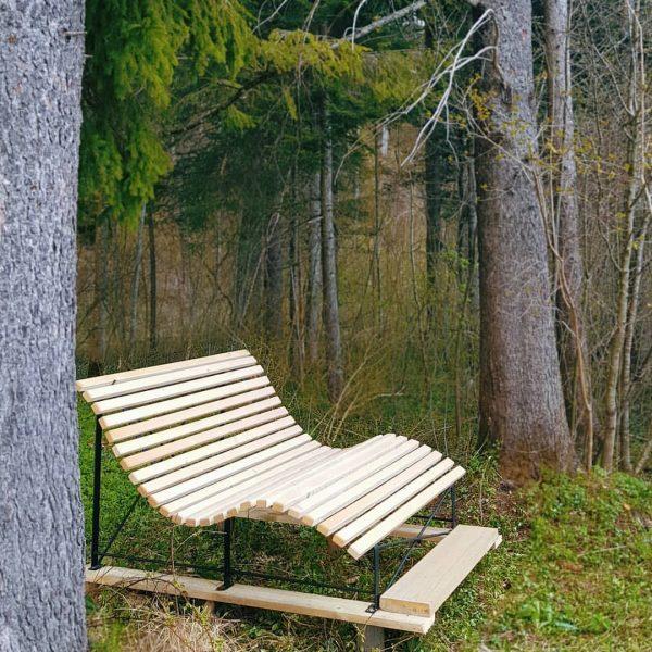 Mit wem würdet ihr gerne auf dieser Bank sitzen? 🤔😁  ➡️Unser Tipp ...