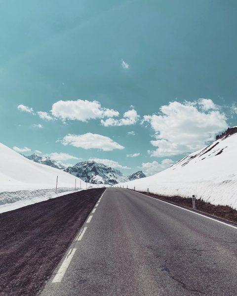 Stairway to heaven 🏔 #mountainaddict #skyandsand #breathe #feedyourhead Hochtannbergpass