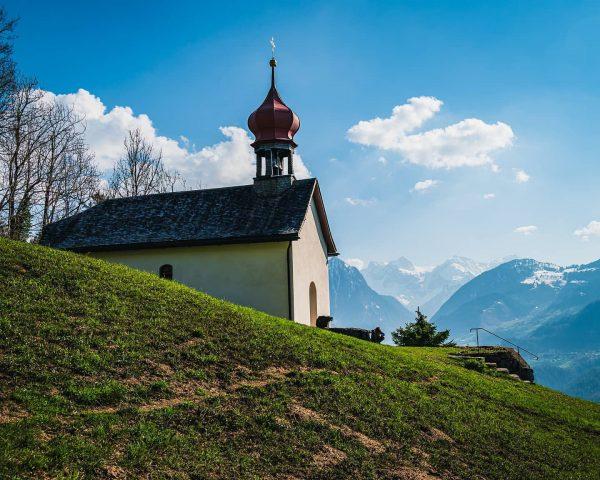 Kapelle zu Laz. Mit herrlichen Blick zum Rätikon Massiv. . . . . #vorarlberg #visitvorarlberg #vorarlbergroamers #bludenz...