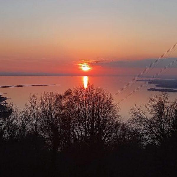 Und wieder haben wir ein wunderbares Bild vom Sonnenuntergang bekommen, das wir euch ...