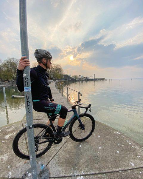 Sunset Stroll at #bodensee 🚲 #cycling #fullforceforward #weareinnshape @inn_shape_cycling_team Bregenz Bodensee