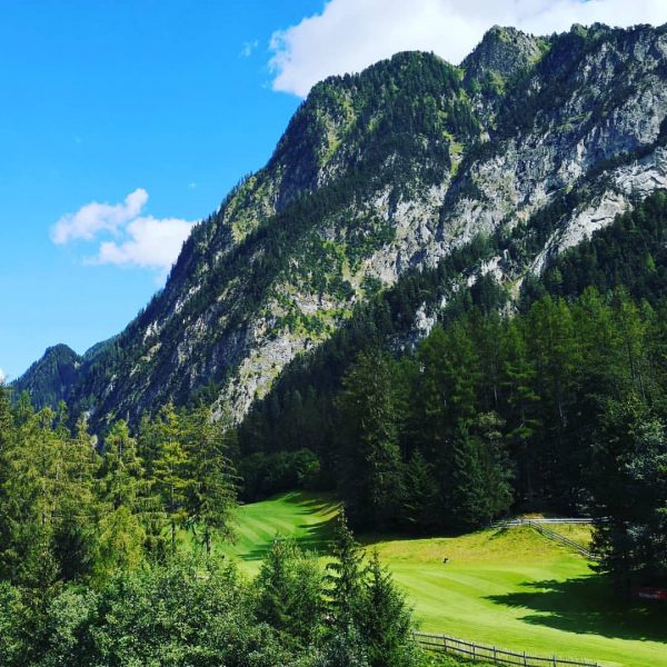 Manche meditieren mit einem Blick auf die Berge. Andere dann doch lieber auf ...